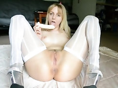 Blonde Teen Squirting in White...