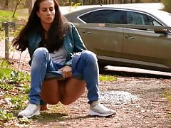 Girls Roadside Pissing