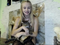 Cute Blonde Amateur Teen On Webcam