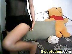 Glamorous webcam chick fucks her...
