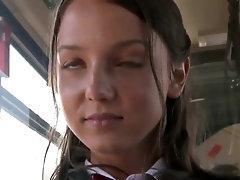 fille en bus