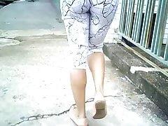 bucetonas bem destacada na roupa...
