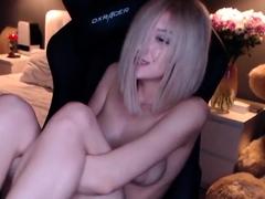 Masturbating loving babe solo...