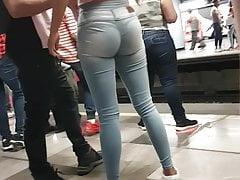 culo redondo y tragon en jeans...