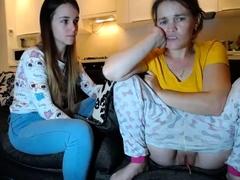 Brunette amateur webcam teen...
