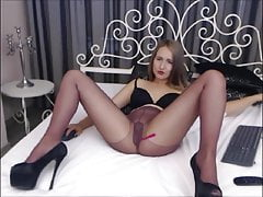 Adele - Shows Pussy in Pantyhose...