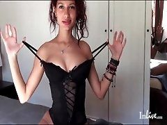 Horny camgirl models her sexy...