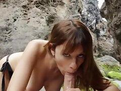 Kinky Girl Deepthroats Her...