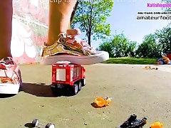 Kati´s giantess, crush toy car...