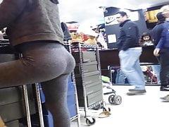 culazo adolescente en leggings...